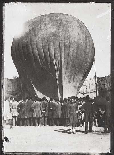 Picture Of Balloon Landing In Persia 1850