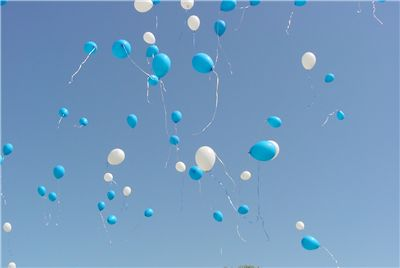 Picture Of White And Blue Balloons